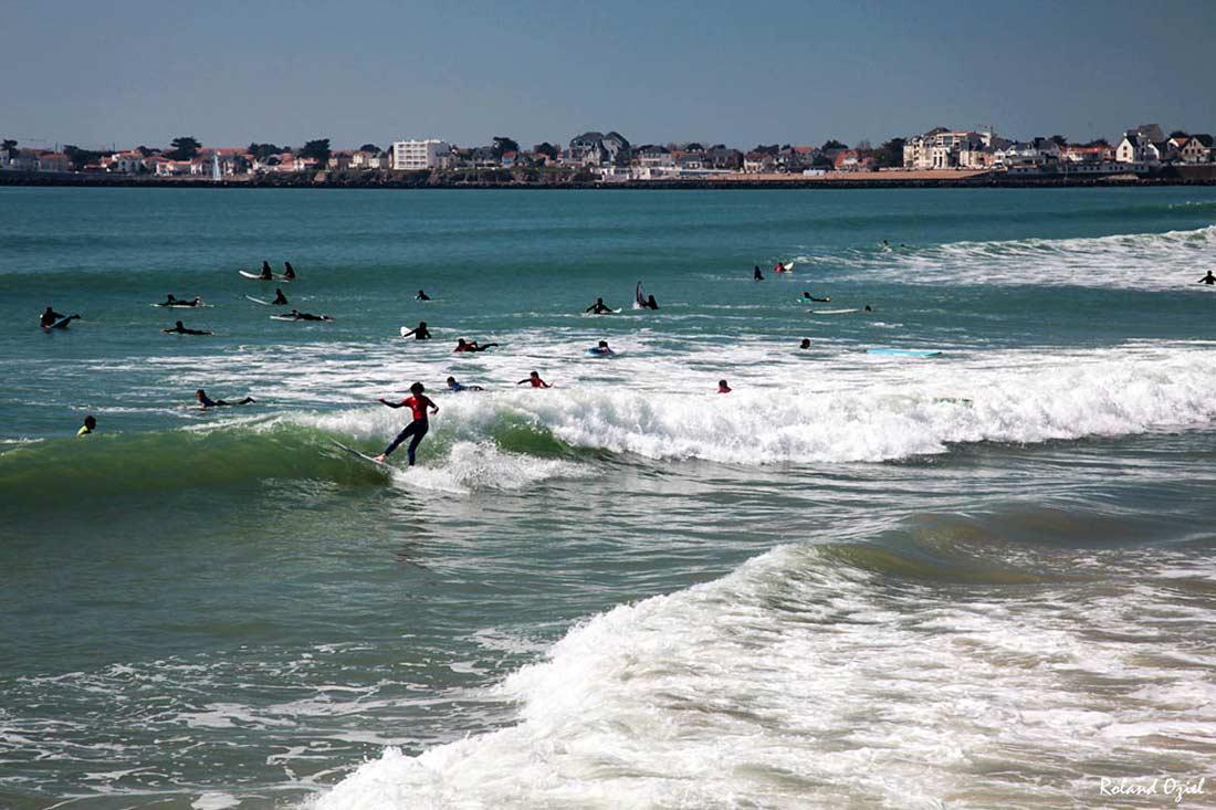 Surfeurs à St Gilles Croix de Vie