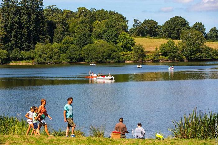 étang pêche dans petit camping avec piscine en Vendée