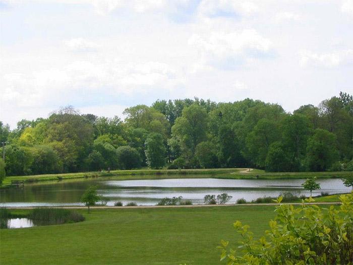 hébergement temporaire avec étang de pêche